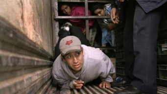 Rescatan a 239 migrantes en condiciones infrahumanas