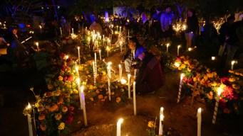 Así celebran miles de mexicanos el Día de sus Muertos