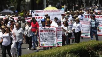Mexicanos marchan contra AMLO durante informe