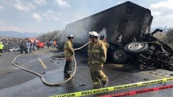 Infierno en la ruta: 21 mueren calcinados tras choque