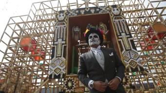 Día de Muertos: una plural ofrenda adorna el Zócalo