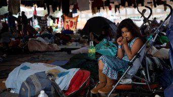 Migrantes en la frontera enfrentan meses de espera