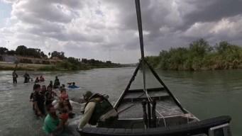 Captan en video dramático rescate de migrantes en el Río Grande