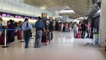 Equipo de TV intenta pasar bomba falsa por aeropuerto