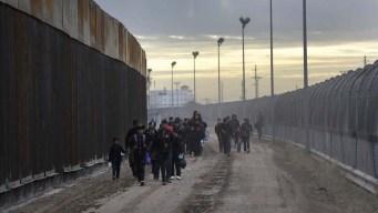 Trump publica video de migrantes cruzando la frontera