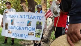 Bajo altas temperaturas, peregrinos marchan por migrantes
