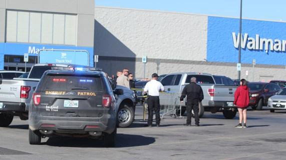 Tres muertos tras tiroteo en tienda Walmart
