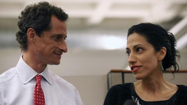 Asistente de Clinton deja a esposo tras otro escándalo