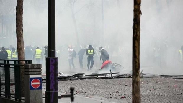 [TLMD - LV] La violencia transforma la protesta contra el alza de impuestos en revuelta