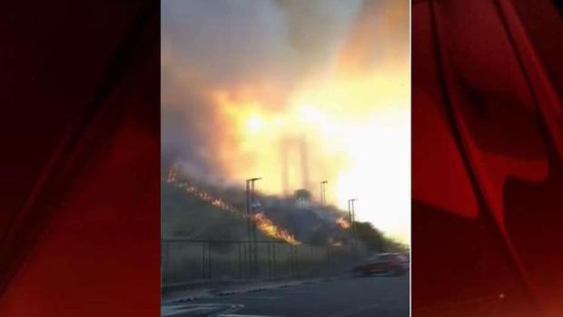 Bomberos luchan contra varios incendios cerca de Vallejo
