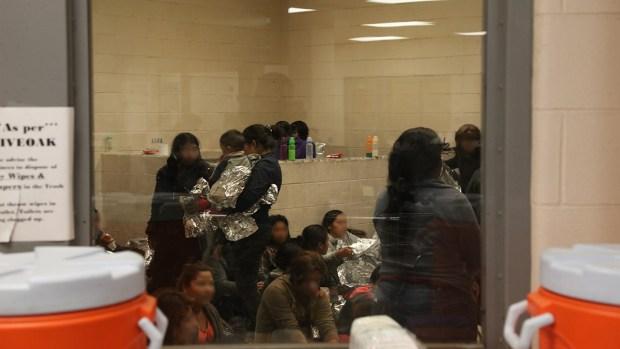 Nueva política liberaría a algunas familias migrantes