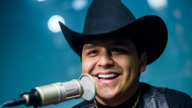 Christian Nodal sorprende a fan con síndrome de Down