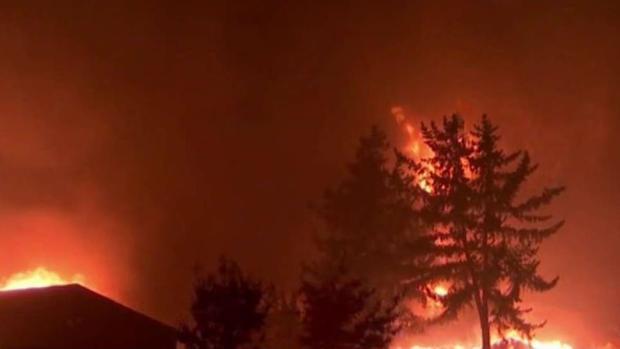 [TLMD - Bahia] Decenas de miles evacuadas por incendio forestal 'Camp'