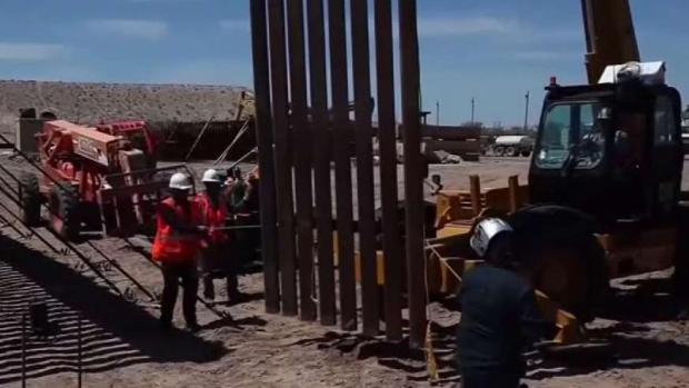 [TLMD - MIA] Reparan tramo de muro fronterizo con México