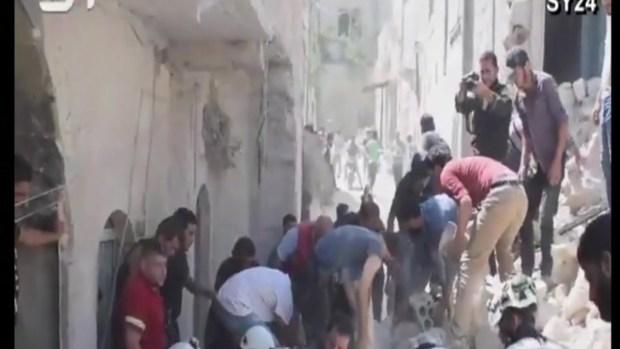 Desgarradora imagen: niña muere salvando a su hermanita tras bombazo en Siria