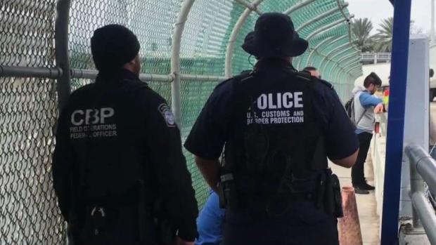 Oficiales federales y estatales resguardan la frontera