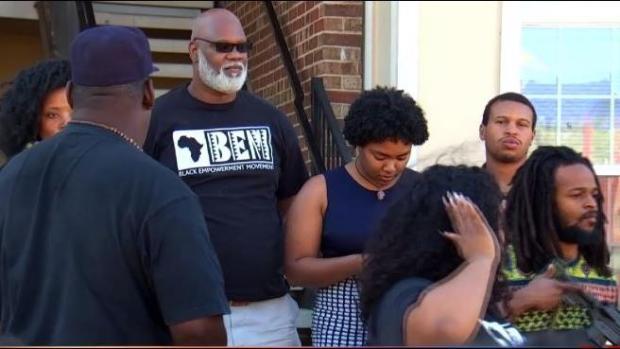 [TLMD - NAT] Polémica en Fort Worth tras muerte de mujer baleada por policía