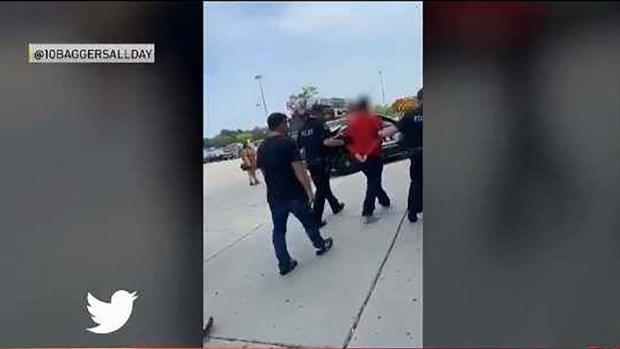 Un detenido tras irrupción de camioneta en Woodfield Mall