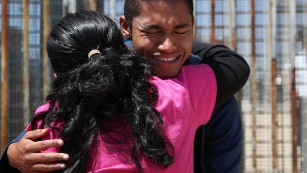 Parque de la Amistad: donde familias separadas se reencuentran