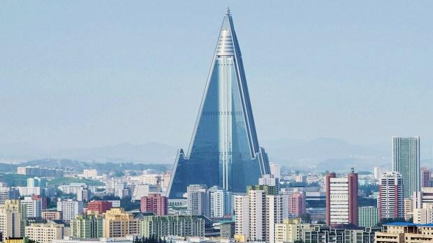 """30 años sin huéspedes: el colosal """"hotel fantasma"""" de Corea del Norte"""