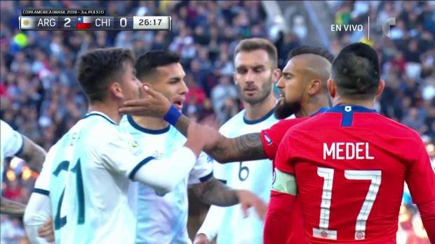 [Copa America  PUBLICADO] Arturo Vidal le toca la cara a Dybala y todos se pelean