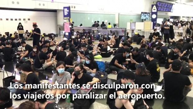 [TLMD - LV] Manifestantes de Hong Kong se disculpan con viajeros por paralizar aeropuerto