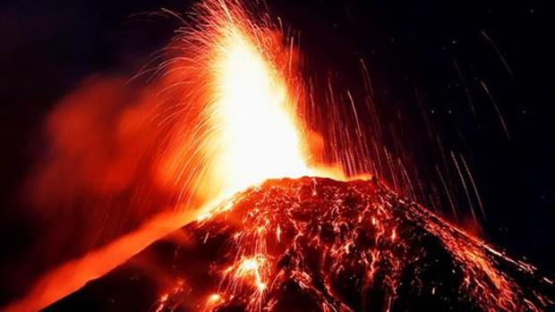 De cerca: el infierno de lava del Volcán de Fuego