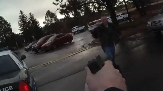 [TLMD - ARI] En video: oficial dispara a hombre acusado de portar un cuchillo