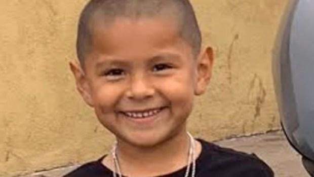 Padre afirma que su hijo de 6 años murió en tiroteo masivo
