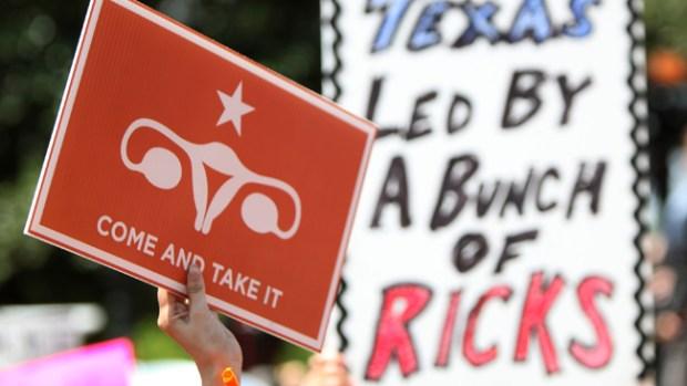 Video: Juez rechaza restricciones al aborto