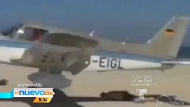 Video: ¡Una avioneta casi le vuela el bañador!