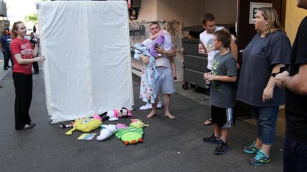 """Video: Colchón """"milagroso"""" salva a bebé"""
