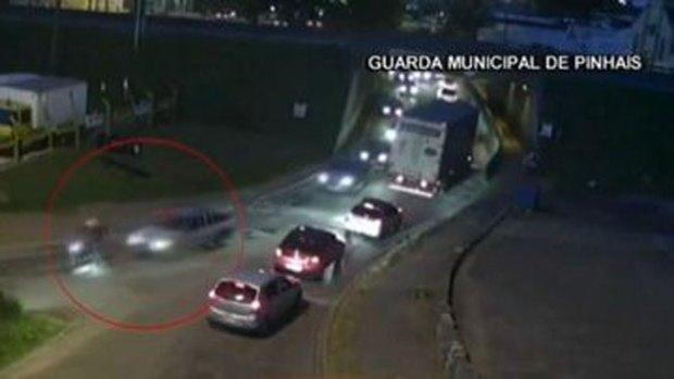 Video: Ciclista muere empotrado en parabrisas