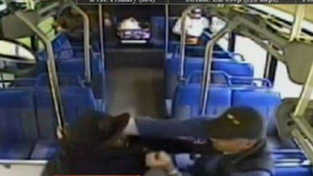 Video: Captan golpiza a conductor de autobús
