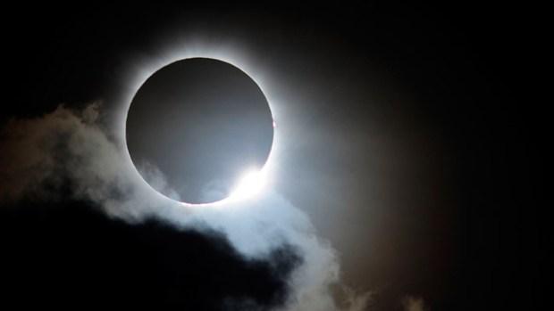 Video: El primer eclipse solar del 2014
