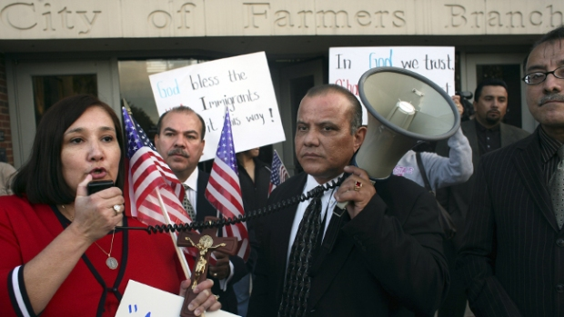 Video: Amenazan con boicot en Farmers Branch