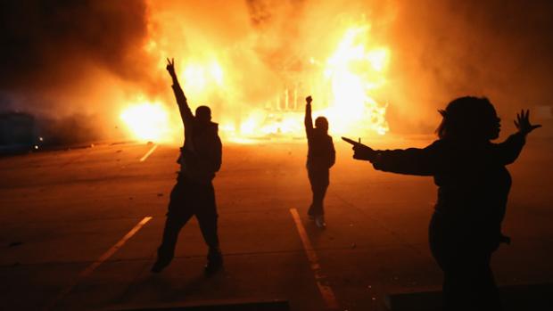 Video: Estalla la violencia en Ferguson