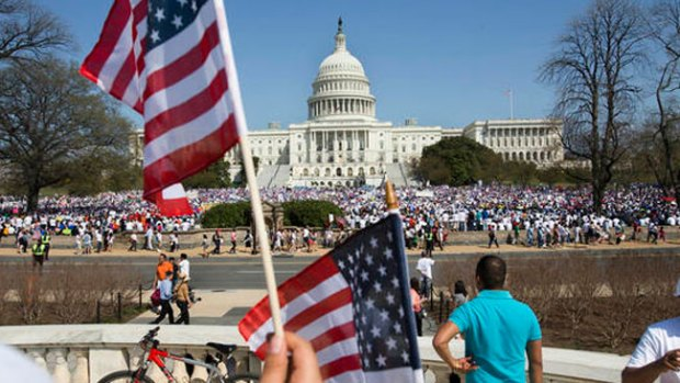 Video: Inmigrantes esperan medida de Obama