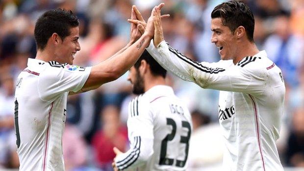 """Video: James pone a bailar """"tas tas"""" a Ronaldo"""