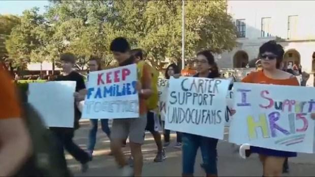 """Video: Cancelan juego de """"atrapa al inmigrante"""""""