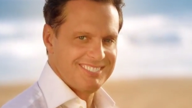 Video: Captan a Luis Miguel en apasionado beso