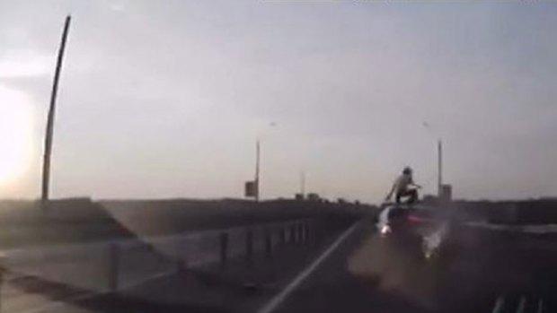 Video: Este choque era una muerte segura
