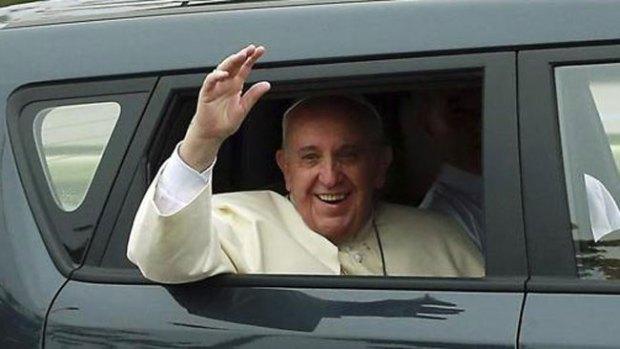 Video: El auto del Papa que fascina a coreanos