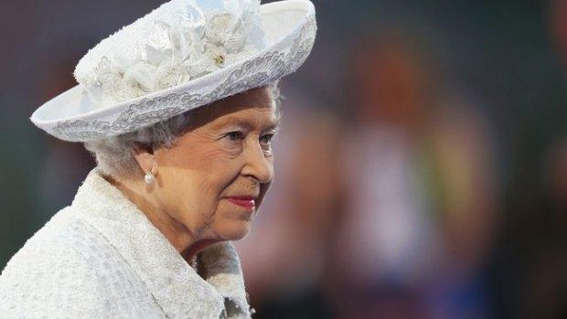 """Video: El viral """"photobomb"""" de la Reina Isabel"""