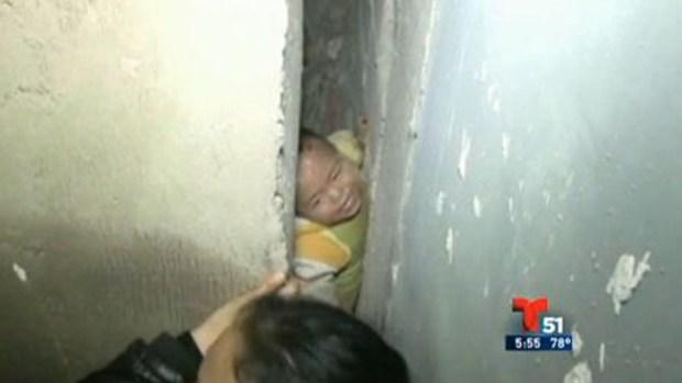 Video: Rescatan niño tras caída de un piso 26