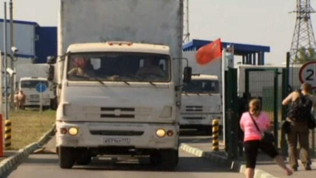 Video: Ucrania: Camiones rusos de ayuda parten