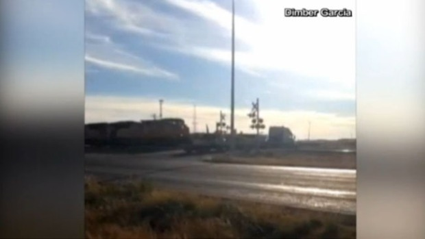 Video: Asombroso video de tren contra tráiler