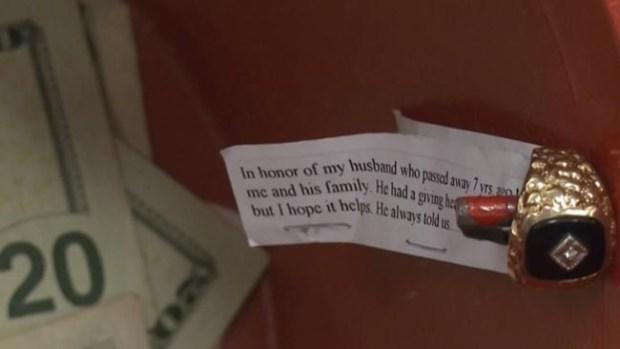 Video: Viuda dona el anillo de su esposo