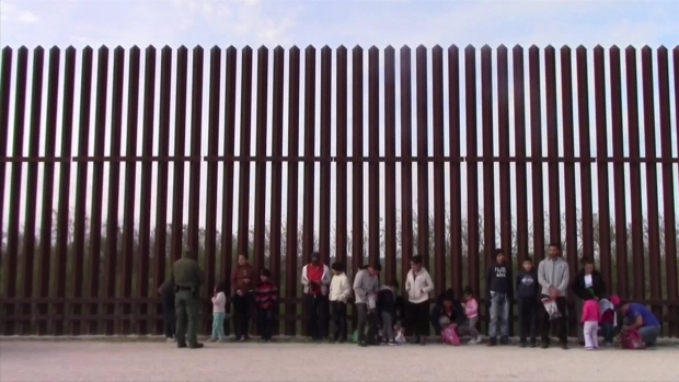 Trump desvía más fondos del Pentágono para el muro con México