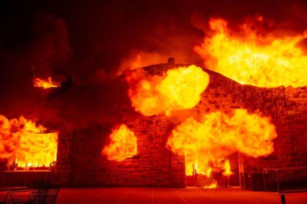 EN IMÁGENES: Incendio Kincade arde en el Condado Sonoma